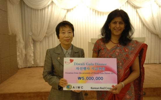 Diwali gala donates to Red Cross