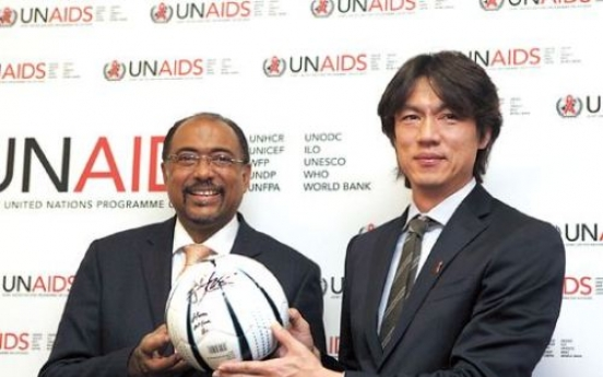 Soccer star Hong kicks out to fight HIV