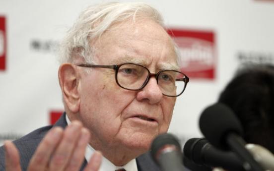 Buffett tips his farmer son as next Berkshire chair