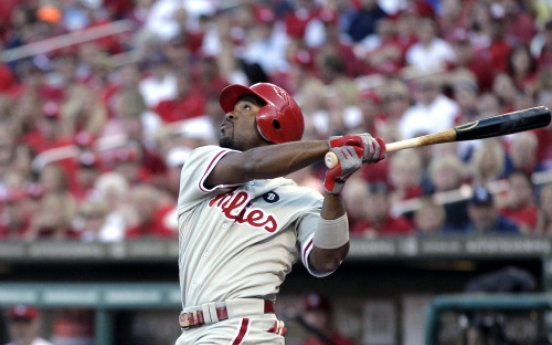Phillies, Rollins agree at $33m