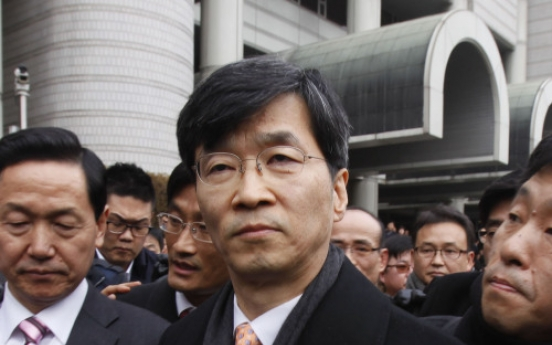 Kwak convicted, but returns to job