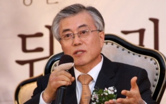Moon tops Ahn for 1st time in poll
