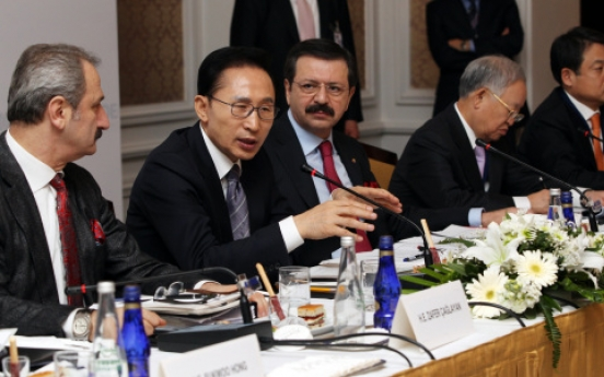 Lee calls for closer economic ties, free trade deal with Turkey