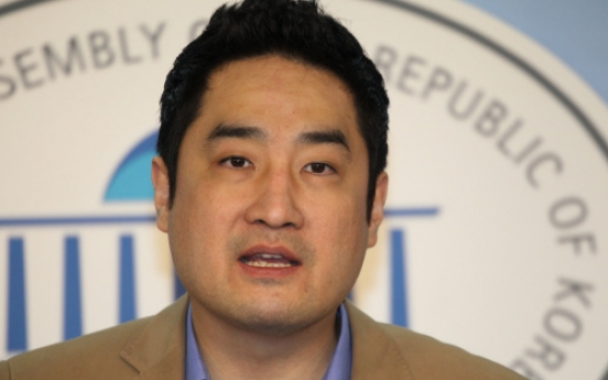 Kang Yong-seok accuses Ahn Cheol-soo over illegal accumulation of wealth