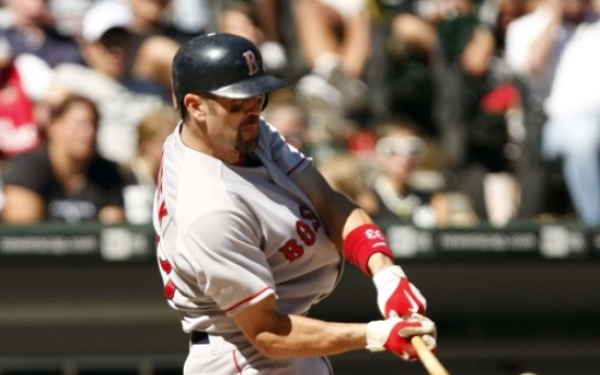 Red Sox catcher Varitek to retire
