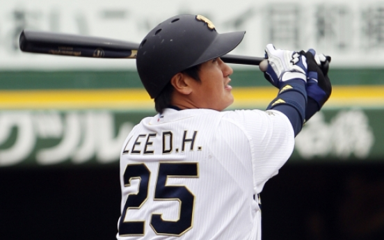 Lee hits first homer of spring