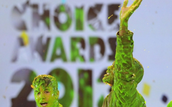 Bieber and Berry slimed at Kids Choice Awards