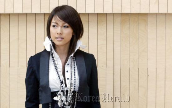 Lee Hyo-ri to write column for movie magazine