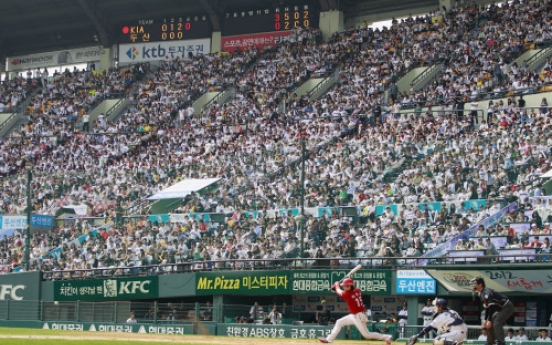 Korean baseball draws in fans for record breaking season