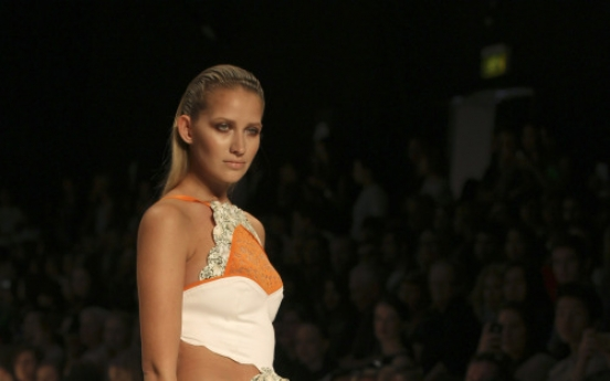 Vogue bans too-skinny models from its pages