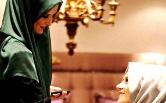 Turkish beauty mag ties Muslim veil to glamour
