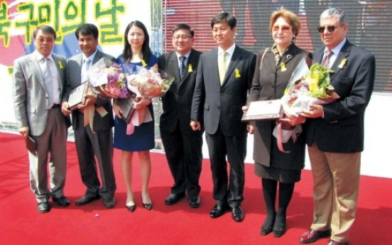 Envoys' spouses become Seongbuk citizens