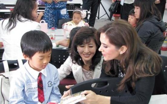 Danish princess visits Korean unwed moms