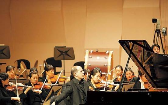 Spain honors 'piano-playing ambassador'