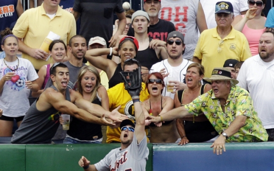 Astros nab rare series victory