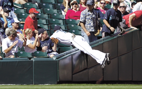 Montero HRs again off Weaver, Mariners beat Angels