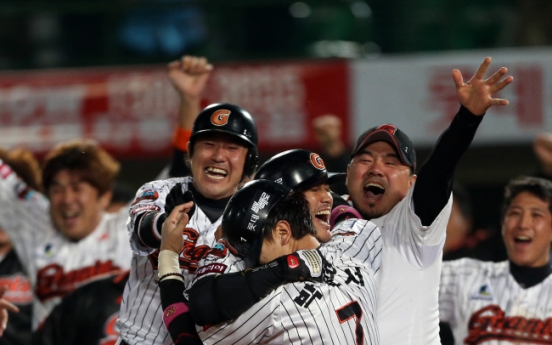 Lotte, SK clash in rematch of last year's playoff series