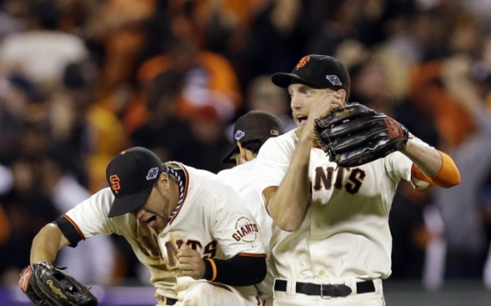 Giants crush Cards in Game 2 to tie up NLCS
