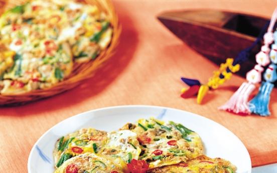 Haemul pajeon (Seafood green onion pancake)