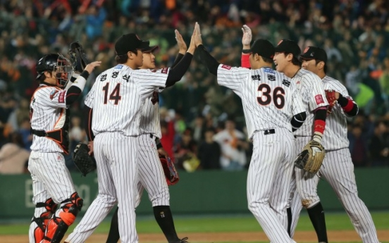 Lotte Giants defeat SK Wyverns, sit one win from final
