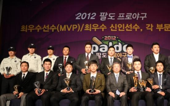 Non-playoff club grabs major awards