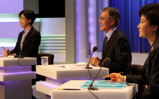 Lee's sharp tongue targets mainly Park in TV debate