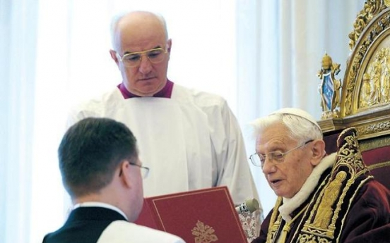 [Newsmaker] Pope steps down after eight fraught years