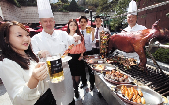 [Photo News] Outdoor beer garden