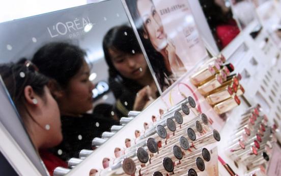 'Lipstick effect' hits China as economy slows