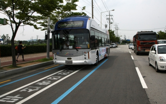 Korea tests 'electric road' that powers public buses