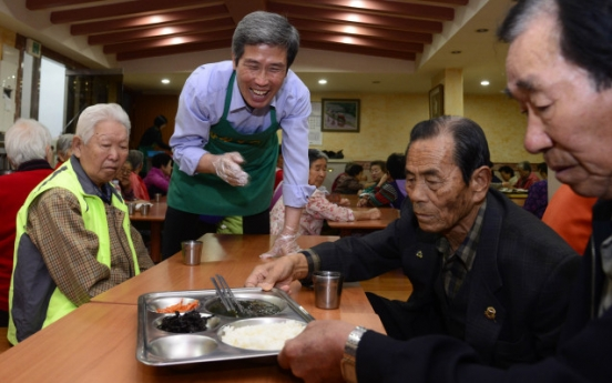After growing up on the streets, center founder feeds hungry seniors