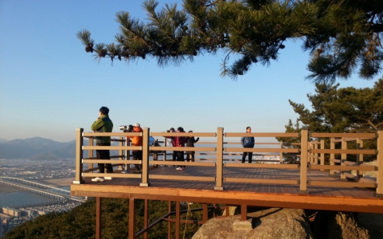Barrier-free mountain trail dedicated in Busan