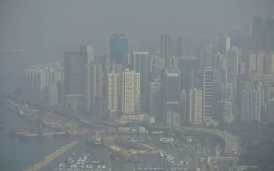 Hong Kong suffers in smog as pollution problems rise