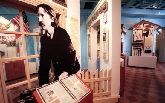 New novel examines romance of Robert Louis Stevenson, wife