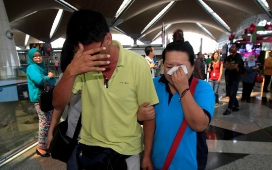 Malaysia, Vietnam mount search for airliner carrying 239 people