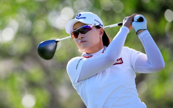 Pak among 3 tied for early lead in LPGA Lotte tournament