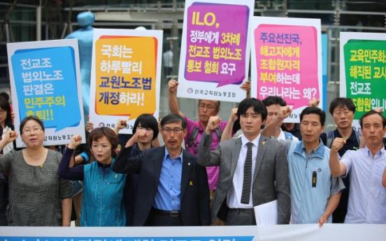 Teachers' union loses suit on legal status
