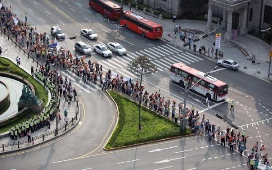 Teachers' union takes to the streets
