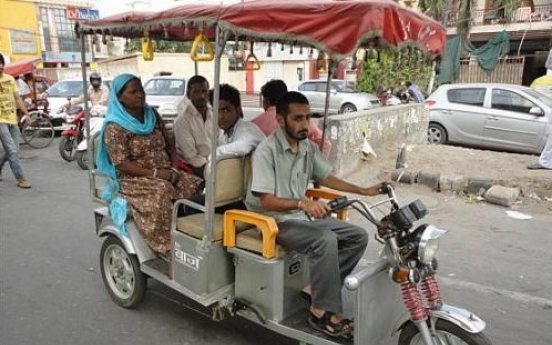 E-rickshaws take over New Delhi roads