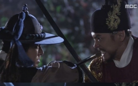 Yunho saves Jung Il-woo's life in 'The Night Watchman'