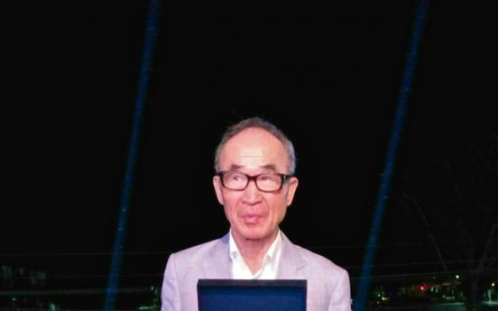 Poet Ko Un receives Golden Wreath Award