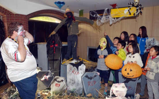 (Photo News) Trick or treaters