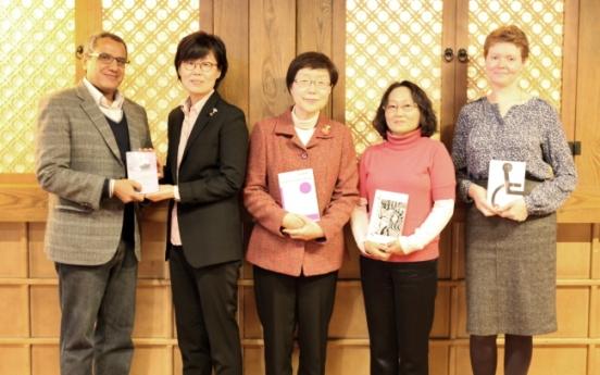 Translation award honors Suh Ji-moon
