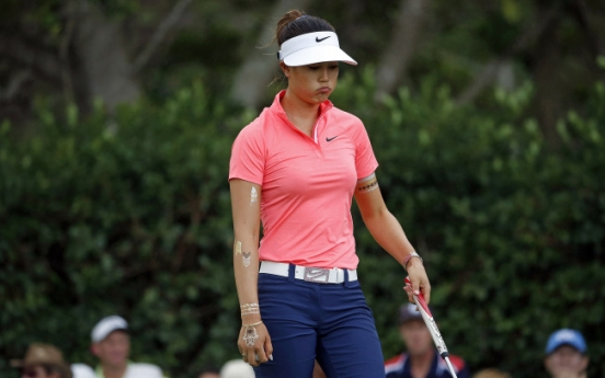 Granada clings to 1-shot lead at LPGA finale