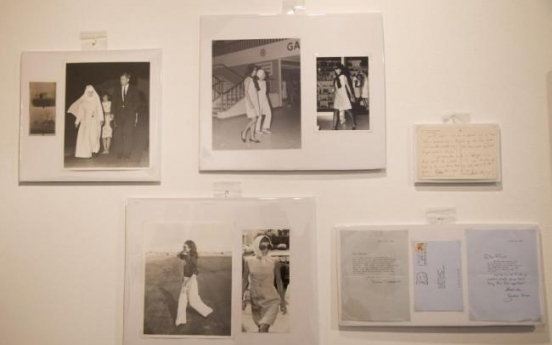 Jacqueline Onassis notes, photos sold for $28,400