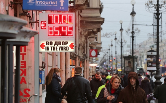 Moody's cuts Russia debt rating one notch