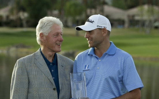 Bill Haas pulls away to win Humana Challenge