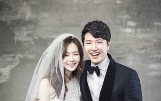 Yoon Sang-hyun, Maybee unveil wedding portraits