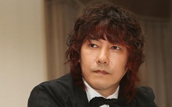 Singer Kim Jang-hoon fined for in-flight smoking