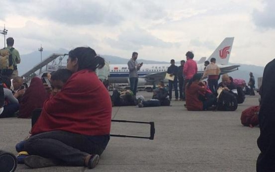 Nepal quake: Passengers shove and trip over each other as they flee airport terminal